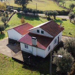 Detached 1 Bed, Large Garage and loft prepared for conversion, flat land 2 wells near Alvaiazere at Alvaiazere for 90000