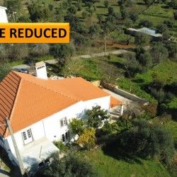 A 3 bedroom country property with land and within walking distance to a cafe for sale near Tomar at Tomar for 123500