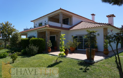 A lovely property with outbuildings, set in a peaceful location and only two minutes from Ferreira do Zêzere for sale