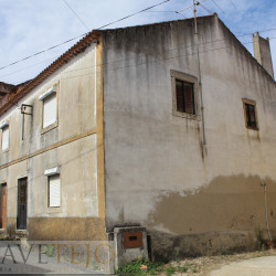 An old stone cottage with lots of potencial and a small garden situated in the middle of the village for sale near Tomar at Tomar for 45000