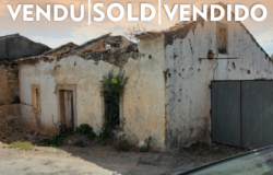 An ruin in need of a complete renovation in a lovely location for sale near Tomar and Ferreira do Zêzere