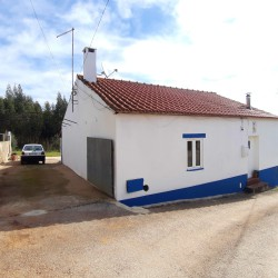 A very cute property with a great homely atmosphere and panoramic views for sale near Tomar at Constância for 80000