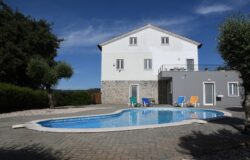 Large Detached 5/6 bedroom edge of town villa with swimming pool, stunning mountain views close to amenities in Alvaiazere