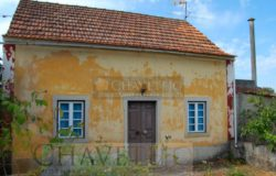 A country property with land, perfect for anyone looking for a renovation project in the heart of Central Portugal