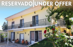 A manor style property with a fully fenced plot for sale walking distance from Tomar