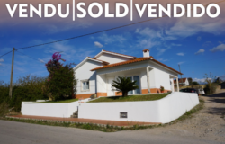 A comfortable 3 bed bungalow with central heating and garden for sale close to Tomar