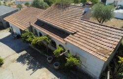 A large farm with three separate buildings for sale only 2kms from Tomar