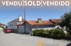 Stone house to renovate, a habitable annex with two guest accommodations, and a workshop, with a large plot of land for sale in Graça, Pedrógão Grande.