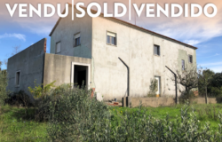 A large property well situated in its plot with lots of privacy for sale close to Tomar