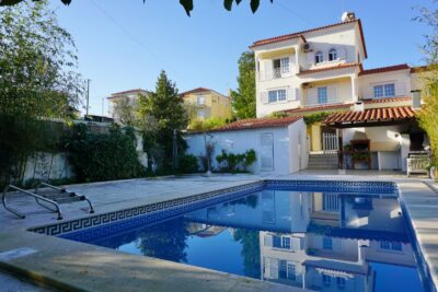 A three floor family home for sale in Tomar