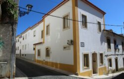 A luxurious refurbished townhouse in the historic part of Tomar, with all the class and confort.