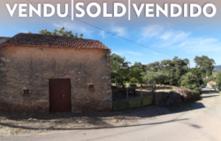 A quaint country property set in an idyllic spot in a popular village for sale near Tomar and Ferreira do Zêzere