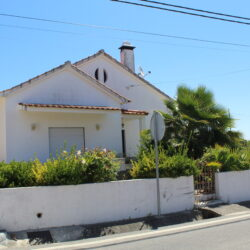 Three bedroom house with garage and patio only 3km from Tomar at Tomar for 150000