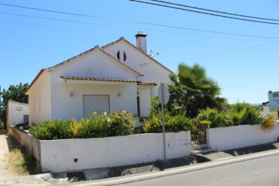Three bedroom house with garage and patio only 3km from Tomar
