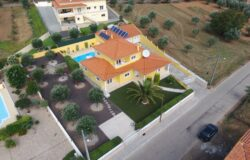 A stunning 5 bedroom, 5 bathroom Villa with double garage, heated swimming pool, in superb condition in Alvorge, Ansiao