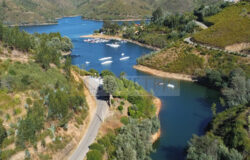 Amazing property with 3 apartments for sale, in Lago Azul, Central Portugal
