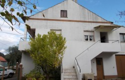 A traditionaly built, 5 bed house with two garages and land for sale near Ferreira do Zêzere