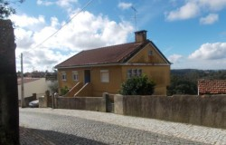 Four bedroom house close to the lake for sale near Tomar Central Portugal