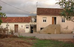 Two old cottages in need of renovation for sale near Ferreira Zêzere, central Portugal