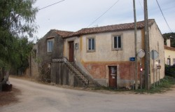 4 bed semi-detached cottage for sale in central Portugal